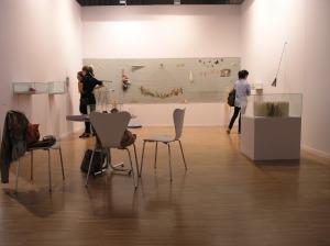 Imagen del stand de pazYcomedias con la instalación de Anna Talens